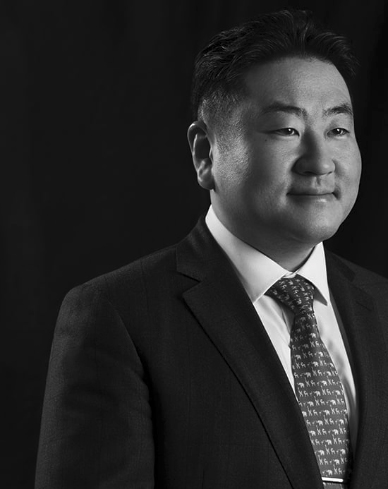 Woojin Cho, MD, PhD - Chief, Spine <br> Director, Multidisciplinary Spine Research Group, Associate Professor, Orthopedic Surgery - Spine